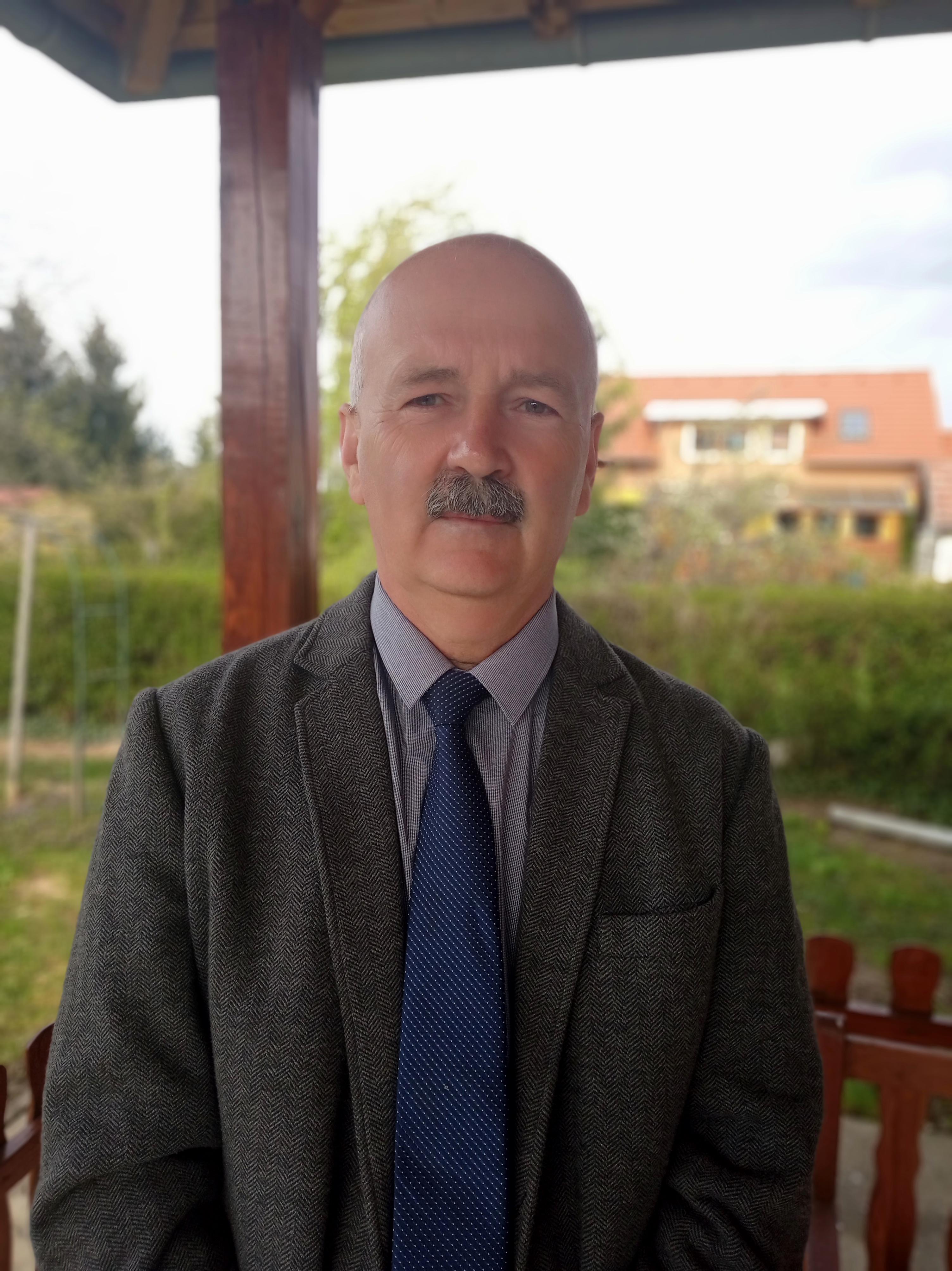 Kiss Zoltán a kőszegi Jurisich Miklós Gimnázium és Kollégium tanára, a BÉT Részvényfutam 2021 Legjobb Tanár díjazottja